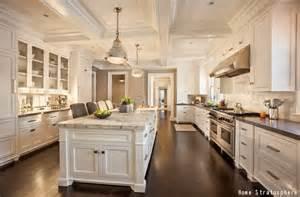 Giallo Ornamental With White Cabinets Carrelage Mural Cuisine Idee Deco Cuisine Id 233 E Salle De