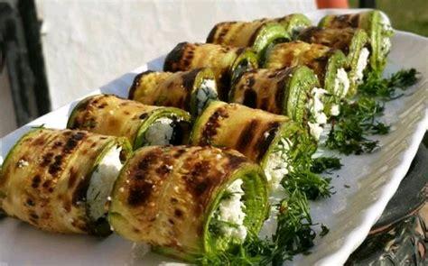 ana sayfa tarifler diyet yemekleri diyet salata tarifleri zeytinli peynirli ızgara kabak rulo diyet yemek
