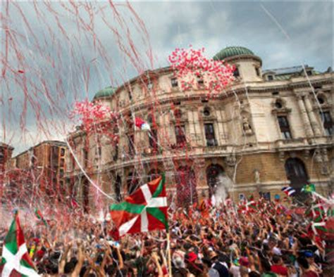 basque festivals  folk traditions whats  tourism