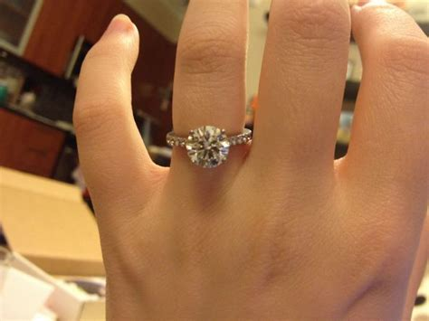 2 carat wedding ring show off your 2 carat engagement rings