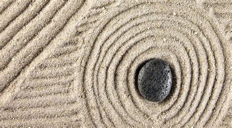 sabbia giardino zen arredare e meditare con un giardino zen da tavolo come