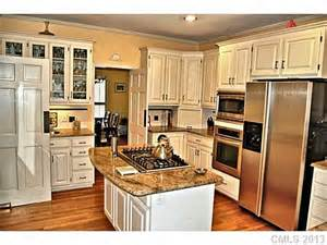 Kitchens With Ivory Cabinets Ivory Cabinets With Hardware Kitchens