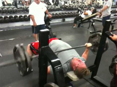 nfl players bench press breaking nfl bench press record 225lbs for 50 reps youtube