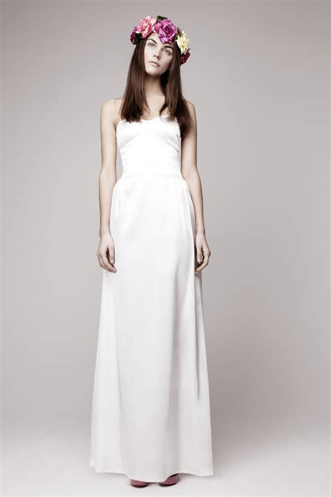Simple Drees simple wedding dress for vintage or modern brides 4 onewed
