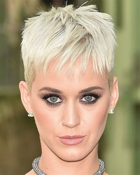 60 Best Short Haircuts of Famous Women ? Cool Short