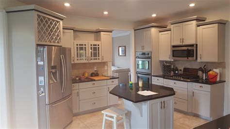 Kitchen Cupboard Paint Colours - what color should i paint my oak kitchen cabinets small
