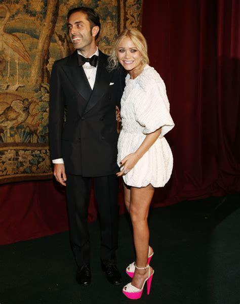 Kate And Delta Goodrem In Giambattista Valli Who Wears It Better by биография джамбаттиста валли