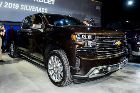 chevrolet silverado  revealed  detroit automobile magazine