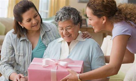 che fiori regalare ad una ragazza cosa regalare ad una laurea consigli regali cosa