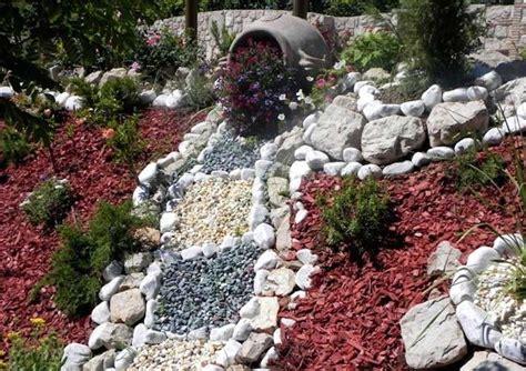 come abbellire un giardino con pietre decorare il giardino con i sassi foto 39 40 design mag