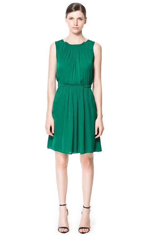 imagenes de vestidos verdes cortos 5 maneras de combinar un vestido verde vestidos glam