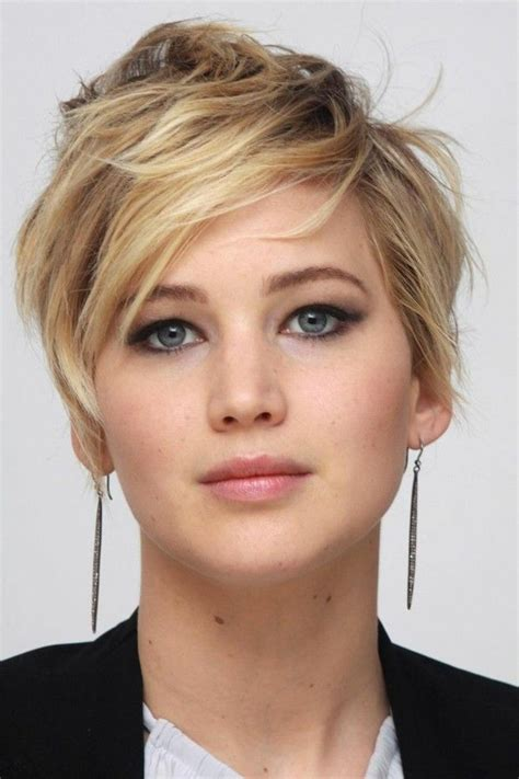 kurze haare blonde straehnen braun rundes gesicht frisur