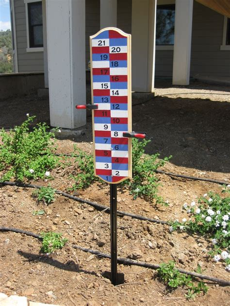 2 color backyard scoreboard for bocce ball cornhole
