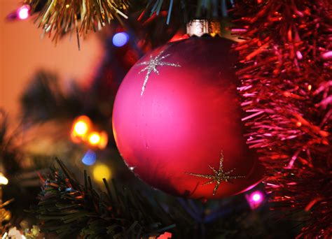 file christmas tree red bauble jpg wikimedia commons