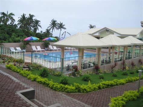 Picnic Chairs And Tables Hannah S Beach Resort Pagudpud Philippines Free N Easy