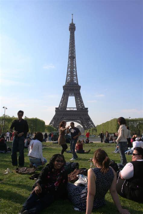 Baju Lengan Panjang Menara Eiffel blusukan nekad ke eropa antrian panjang untuk naik menara eiffel 2 renungan harian