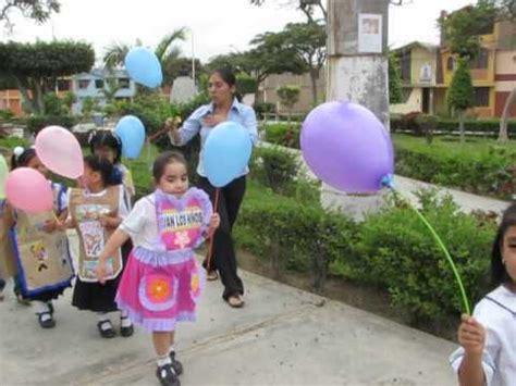paseo de pancartas por el aniversario de educacion inicial paseo de pancartas y mandiles educaci 243 n inicial 2013 doovi