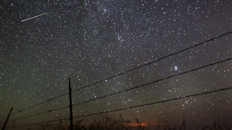 perseid meteor shower what causes the annual sky