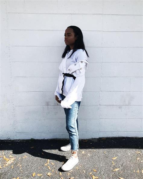 chic outfits  white converse college fashionista