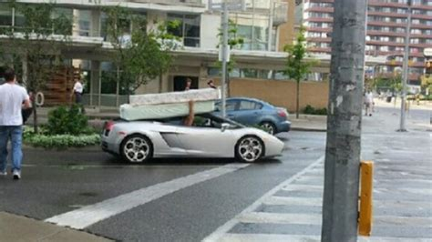 Porte Voiture Pour Cing Car by Lamborghini With A Mattress On Its Roof Neatorama