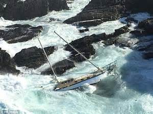 old boat found in sydney victoria s coast sees yacht washed up on the rocks without