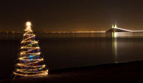sparkler christmas tree   skyway bridge   added  flickr