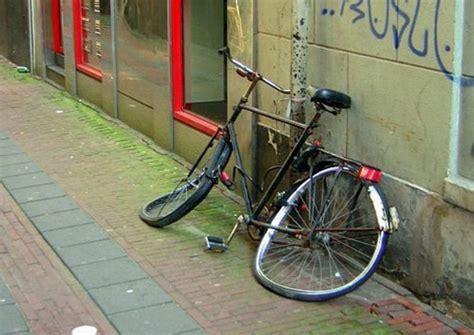 troppe biciclette abbandonate a pavia quot il decoro della