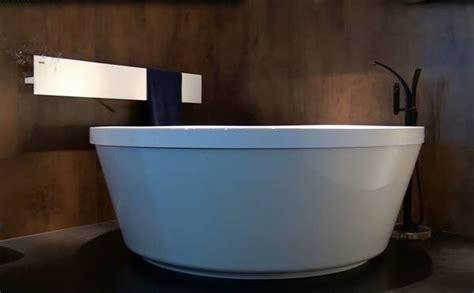 freistehende badewanne günstig design farbe badewannen