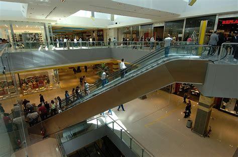 centro commerciale porta di roma negozi centri commerciali roma oggi apertura straordinaria per
