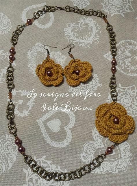 collane uncinetto con fiori collana e orecchini con fiori uncinetto giallo senape