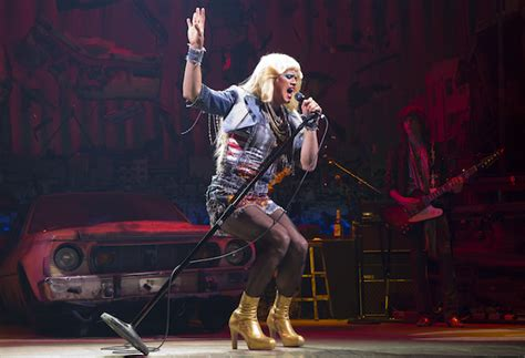 andrew and the angry inch hedwig first look andrew rannells takes the stage as hedwig