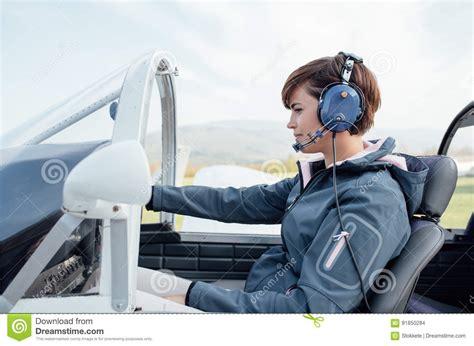 cabina pilotaggio aereo pilota nella cabina di pilotaggio di aerei fotografia