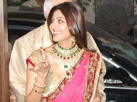 shilpa shetty looking gorgeous in saree