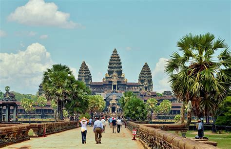essential siem reap the must carry guide to the city and temples of angkor books angkor sightseeing tour 2 days cambo tours travel