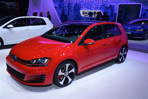 red volkswagen jetta 2015 updates 2015 vw jetta joins new golf gti and r in new york