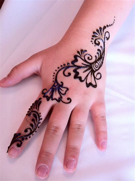 henna tattoos risks dangers of henna tattoos models picture