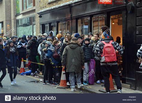 Lv Soho 18 H 1 uk 18 february 2016 hundreds queue at cult skateboard stock photo 96108685 alamy