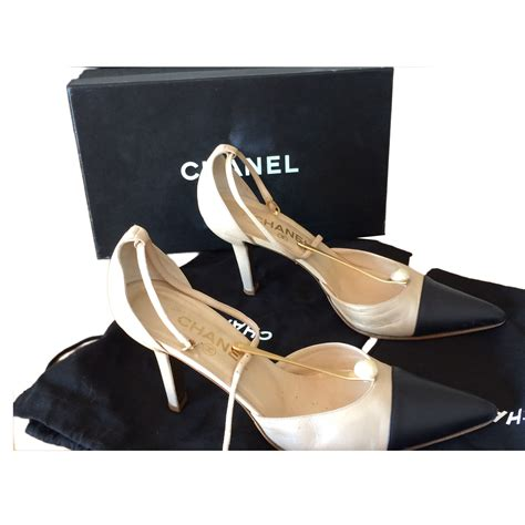 Grosir Wedges Lv Cassual 7cm Sandal Wedges Wedges Lv Lv Hitam chanel a pair of two tone court shoes modsie