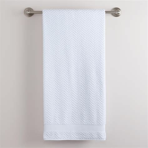 hanging bathroom towels decoratively bathroom hanging towels in bathroom 28 images where to hang