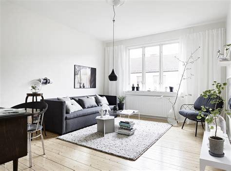 grijs interieur in dit scandinavische huis worden verschillende grijze