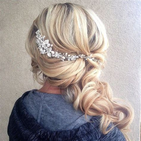 Wedding Hairstyles To The Side by 1000 Ideas About Side Curls On Side