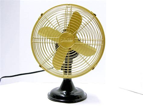 holmes metal desk fan refurbished holmes oscillating electric fan by fishbonedeco