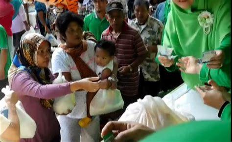 Paket Sembako Murah ratusan warga cilacap serbu paket sembako murah okezone news