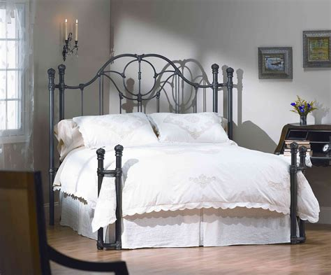Decorating Bedrooms With Metal Beds by Bedroom Wrought Iron Bed Frame Design For Retro Decoration