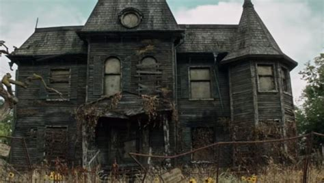 creepy house syfy the it house was actually a creepy haunted house irl too the it house was actually a
