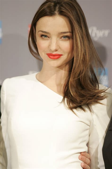 file miranda kerr launches new qantas frequent flyer rewards alliance sydney 4 jpg wikipedia