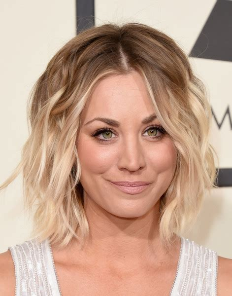 Kaley Cuoco Hairstyle by Kaley Cuoco Wavy Cut Kaley Cuoco Looks Stylebistro