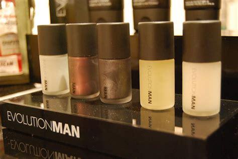 men getting nails polish at salon man polish martial vivot