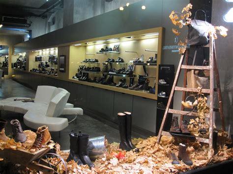 store window display shoe display window www pixshark images galleries