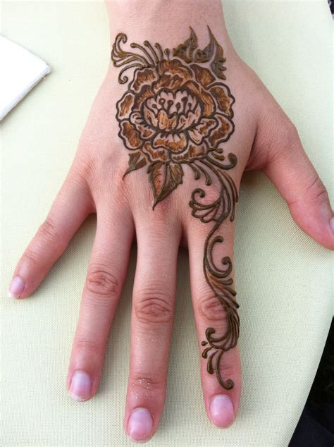 henna tattoo artist henna tattoos chicago area painting henna